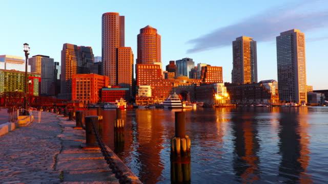 boston skyline längs harborwalk - strandnära bildbanksvideor och videomaterial från bakom kulisserna