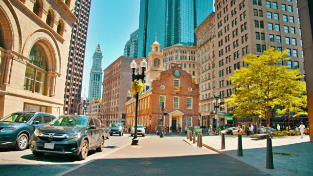 Boston Street und Old State House. Baum. Sonnigen. Morgen – Video