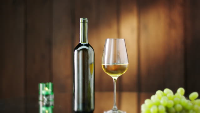 bottle and glass of white wine - uva riesling bianco video stock e b–roll