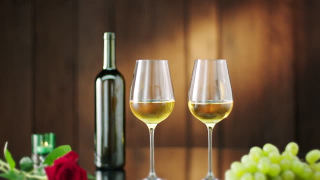 bottle and two glasses of white wine - uva riesling bianco video stock e b–roll