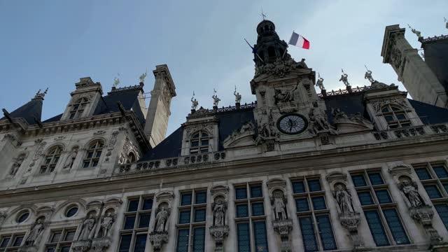 """vídeos de stock e filmes b-roll de bottom footage of famous historical building called """"hotel de ville"""" in paris. it is a sunny summer day. - enfeitado"""