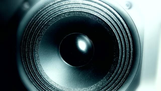Bouncing loudspeaker membrane video