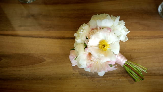 Bouquet of white flowers tied on a wooden table video