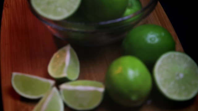 bowl of limes and lime wedges rack focused - gusto aspro video stock e b–roll