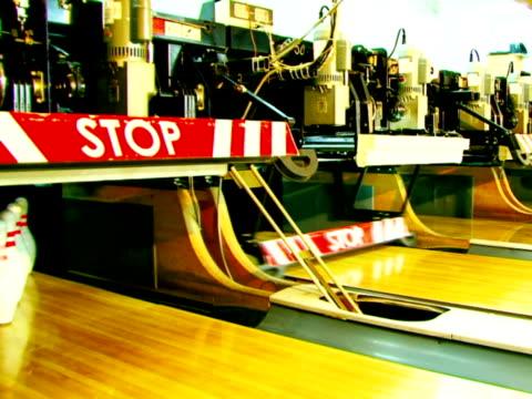 bowling-stacke - kurzwaren stock-videos und b-roll-filmmaterial
