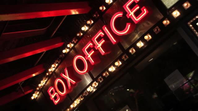 vidéos et rushes de billetterie signe néon - cinéma