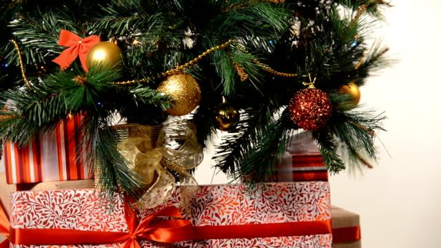 box med band under söta julgran - blue yellow band bildbanksvideor och videomaterial från bakom kulisserna