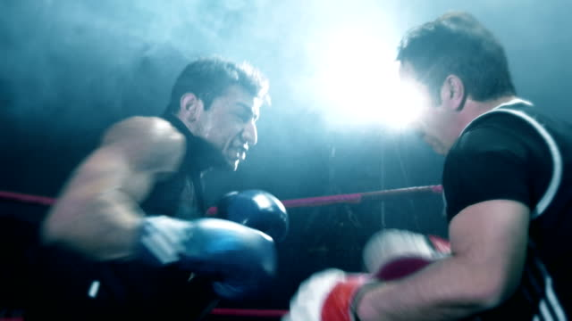 boxer training with his coach - sacco per il pugilato video stock e b–roll