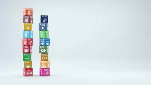 scatole 3d con obiettivi di sviluppo sostenibile 2030 con spazio di copia - sostenibilità video stock e b–roll