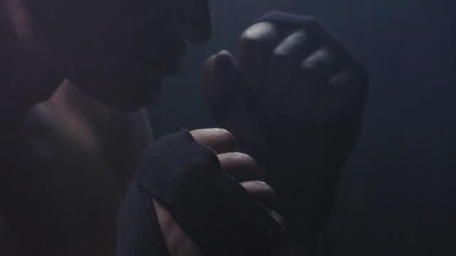 影のボクシング。弱さに苦しんでいます。 ビデオ