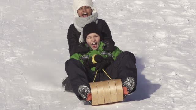 boy and girl have fun sledding - vintersport bildbanksvideor och videomaterial från bakom kulisserna