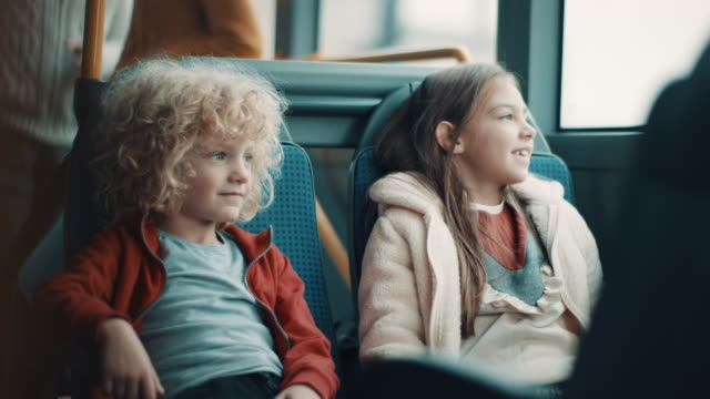 boy and girl in the bus - 8 9 anni video stock e b–roll