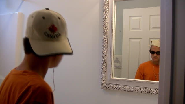 boy being cool - kep şapka stok videoları ve detay görüntü çekimi
