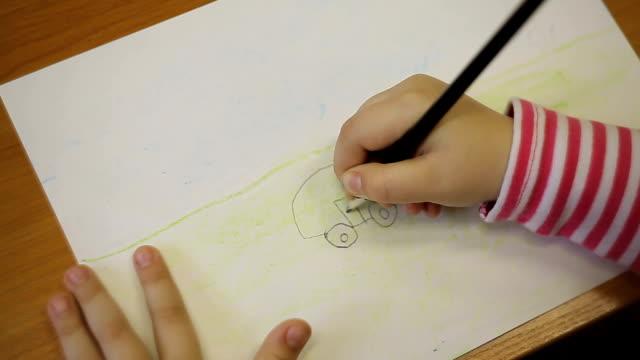 en pojke ritar en bil med en penna - animal doodle bildbanksvideor och videomaterial från bakom kulisserna
