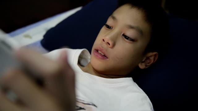 çocuk oyun dijital tablet - dijital yerli stok videoları ve detay görüntü çekimi
