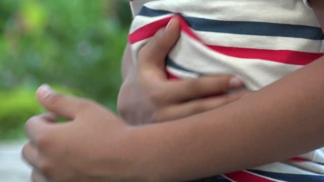 мальчик, мужчина, ребенок, испанского и не латиноамериканского происхождения, испанский - голодный стоковые видео и кадры b-roll