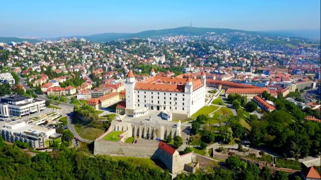 luftaufnahme von bratislava, slowakei - slowakei stock-videos und b-roll-filmmaterial