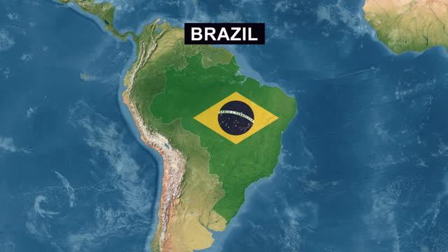 Mapa do Brasil com bandeira brasileira, ampliar para mapa do Brasil terreno vista ampla perspectiva - vídeo