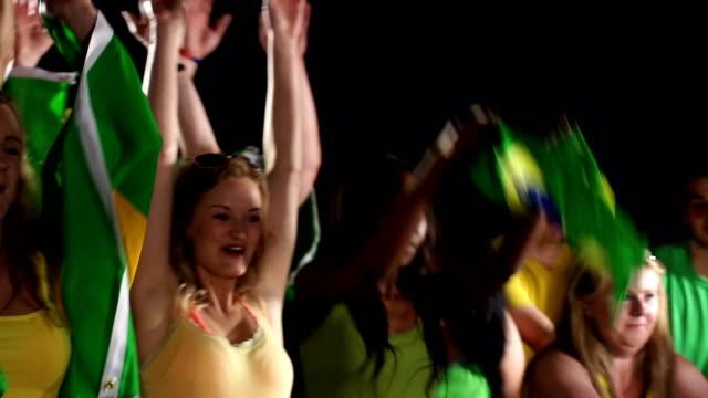 Os fãs do futebol brasileiro futebol/desempenho Onda mexicana - vídeo