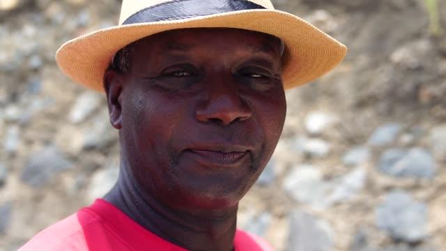 vídeos de stock e filmes b-roll de brazilian afro man - afro