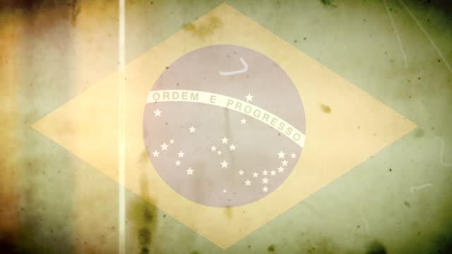 Bandeira Brasileira de filme antigo em estilo grunge retrô de áudio com Loop - vídeo