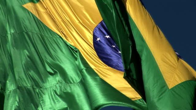 vídeos de stock, filmes e b-roll de bandeira brasileira - brazil map