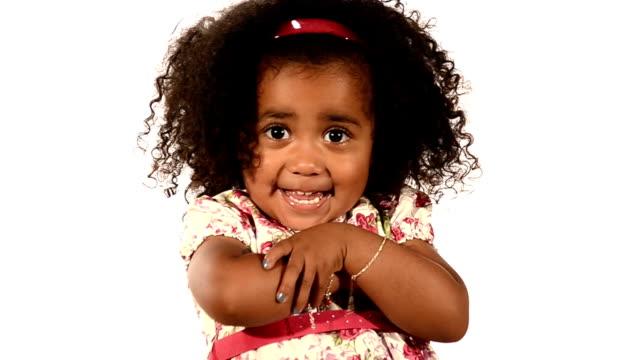 бразильский маленькая девочка изолирован - бразилец парду стоковые видео и кадры b-roll