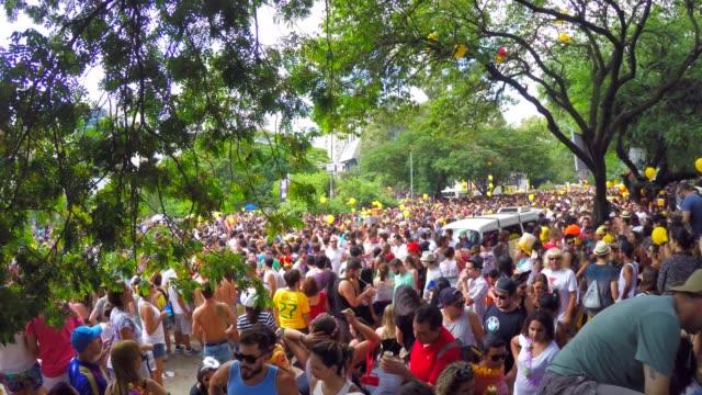 ブラジル人ストリート カーニバルを祝う - 謝肉祭点の映像素材/bロール