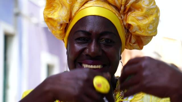Brazilian woman - 'Baiana' Dancing video