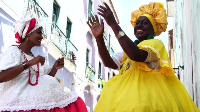 """brazilian woman - """"baiana"""" dancing - costume tradizionale video stock e b–roll"""