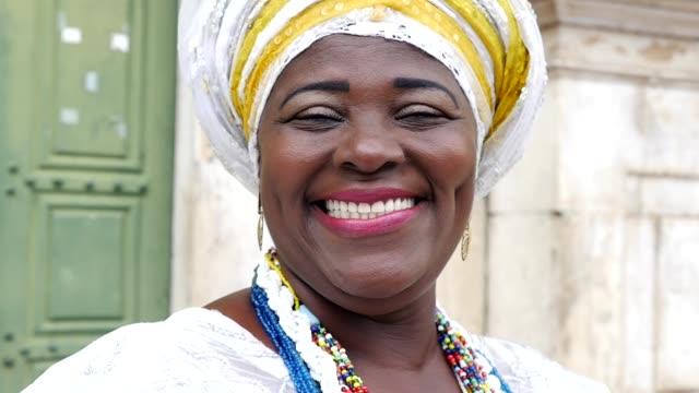 vídeos y material grabado en eventos de stock de mujer brasileña de origen africano, bahia, brasil - bahía