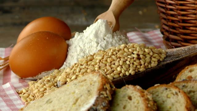 хлебная мука пшеничное яйцо продовольственная концепция - white background стоковые видео и кадры b-roll