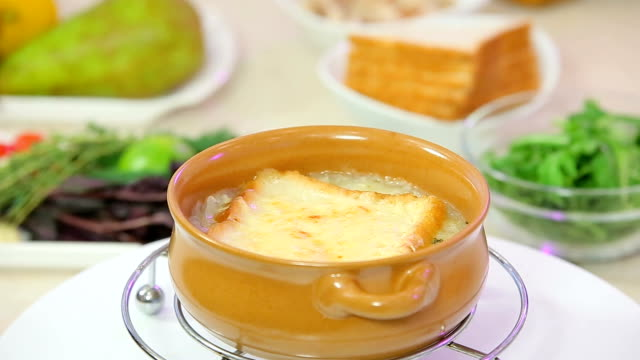 ekmek puding kahvaltı güveç - kek dilimi stok videoları ve detay görüntü çekimi