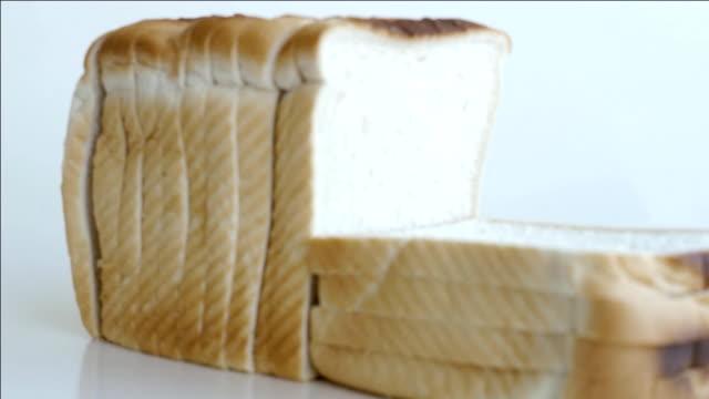 パン、ズームアウトします。 - 食パン点の映像素材/bロール