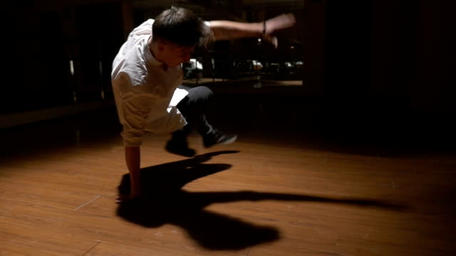 Breakdance in slow motion - Young break dancer showing his freestyle choreography video