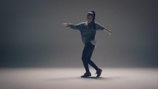 Breakdance woman video
