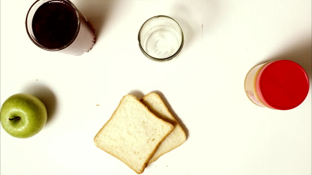vídeos de stock e filmes b-roll de breakfast sandwiches with jam and peanut butter - jam jar