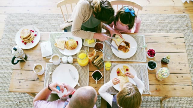 Breakfast time is family time