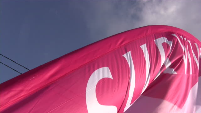 stockvideo's en b-roll-footage met breast cancer 3-day race for the cure - breast cancer