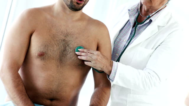 呼吸と定期検診。 - 聴診器点の映像素材/bロール