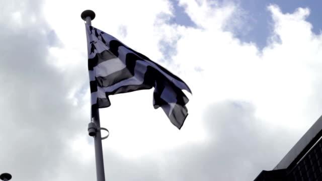 vidéos et rushes de drapeau breton dans le ciel et le vent - bretagne