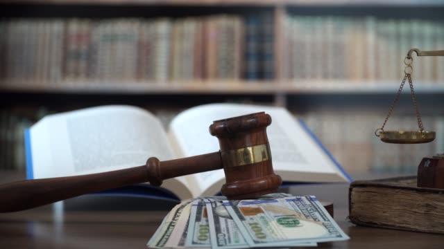 bribe of judge concept - sistema legale video stock e b–roll