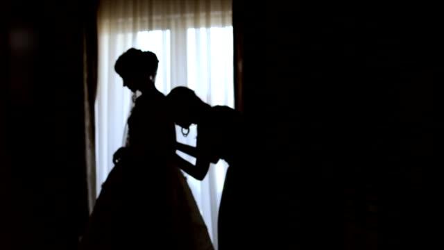 花嫁の結婚式のために服を着る - 結婚式点の映像素材/bロール