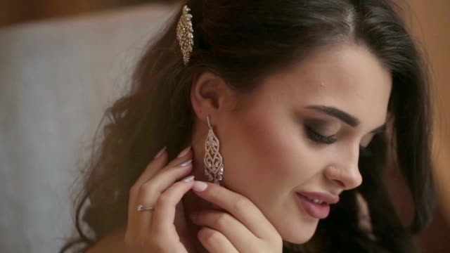 Bride puts on earring video