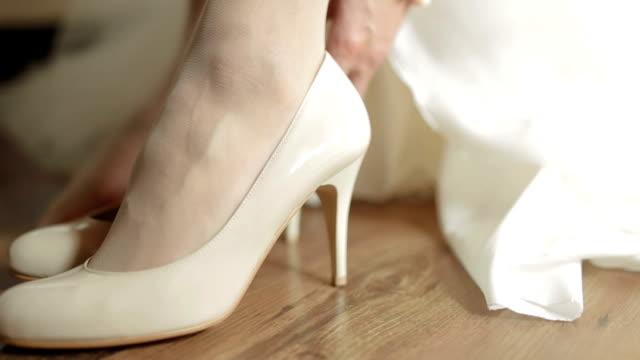 花嫁の靴のエレガンス - 着る点の映像素材/bロール