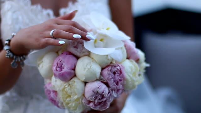 bride with wedding bouquet - trillium video stock e b–roll