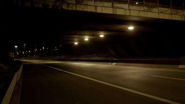 ponte e autostrada di notte - street video stock e b–roll