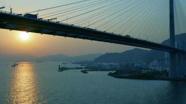 香港の橋とコンテナ貨物船 ビデオ