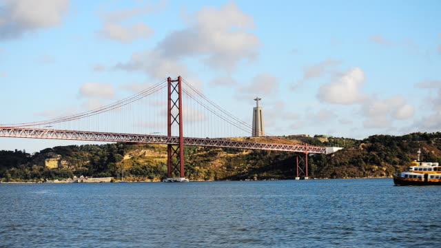 vídeos de stock e filmes b-roll de bridge of 25th april in lisbon. - ponte 25 de abril