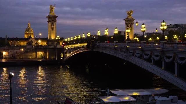 bridge of alexandre iii, paris, france - parigi video stock e b–roll